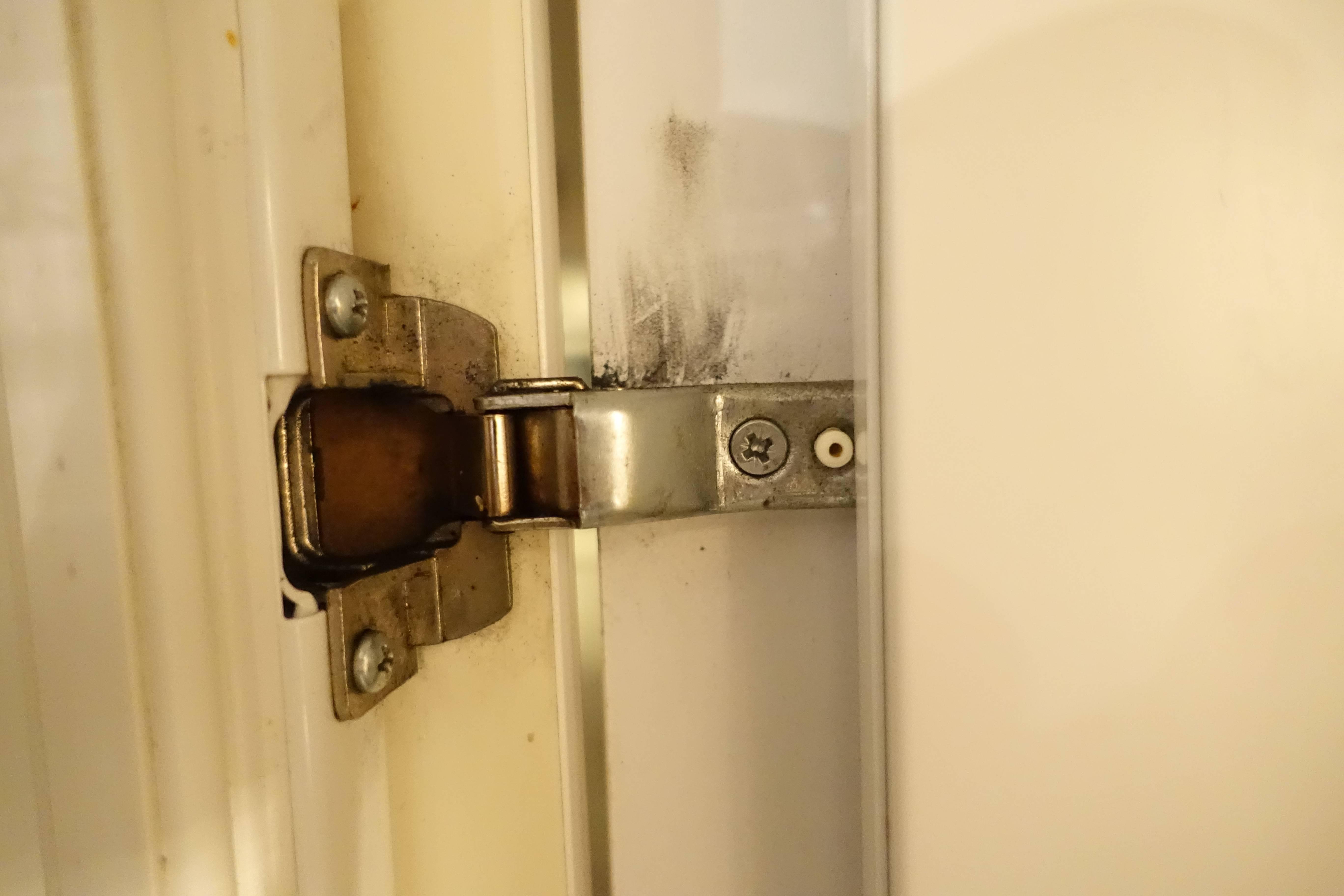 Bosch Kühlschrank Scharnier : Hilfe scharniere für kühlschrank in einbauküche gesucht