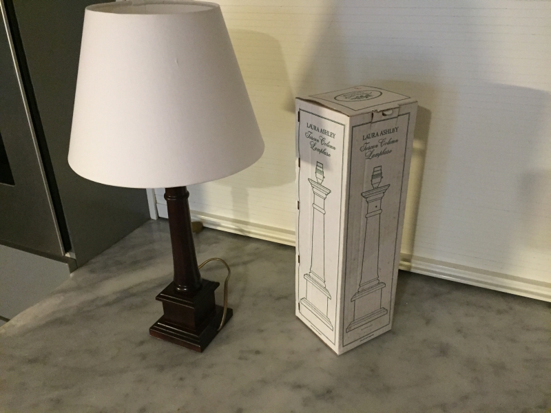 laura ashley lampe tischlampe landhausstil tuscan column lampbase mit schirm neu ebay. Black Bedroom Furniture Sets. Home Design Ideas