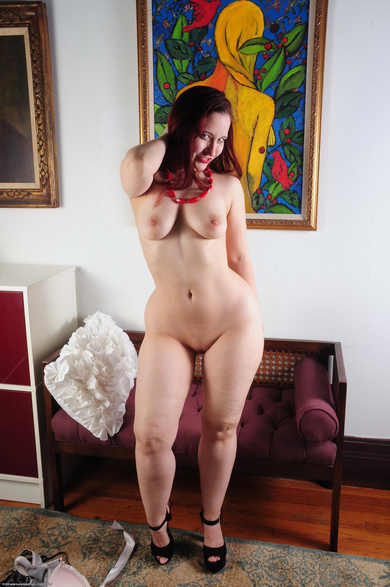 Nackte Frauen Mit Breiten Hüften