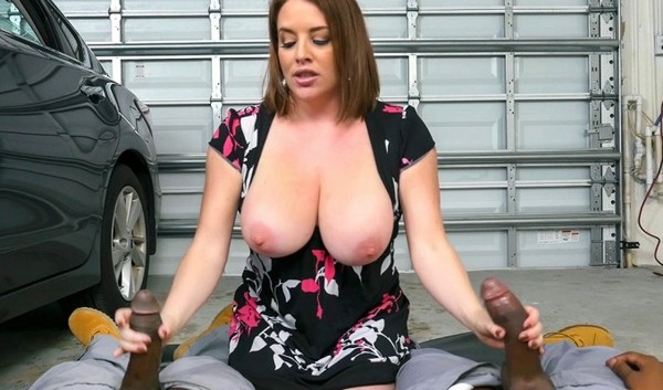 Maggie Green - Milf Bangs Mechanics For Free Car Service - 20.10.2016