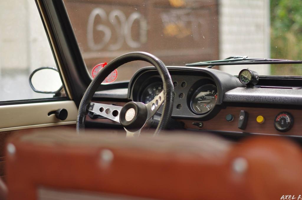 1 18 berliner weisse nachbau eines wartburg 353 der trabimakers ostberlin modelcarforum. Black Bedroom Furniture Sets. Home Design Ideas