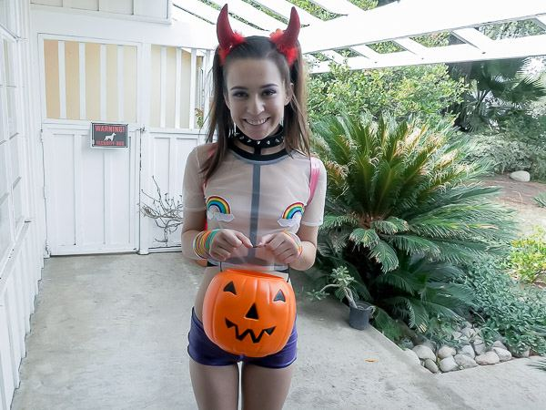 Ariel Grace - Halloween Hookup 1080p