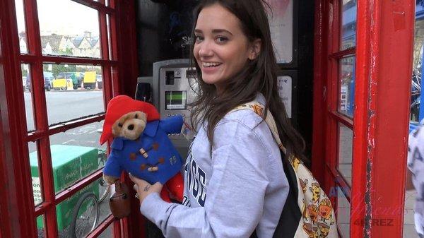 Gia Paige - Virtual Vacation London 4/5