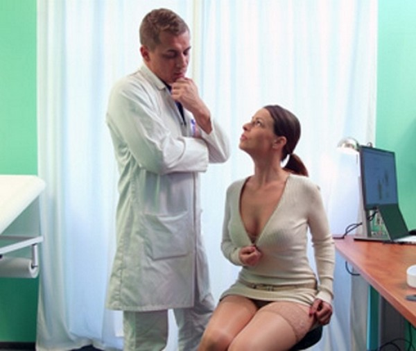 Caroline Ardolino - Doctor gets sexy patients pussy wet 18.11.2016