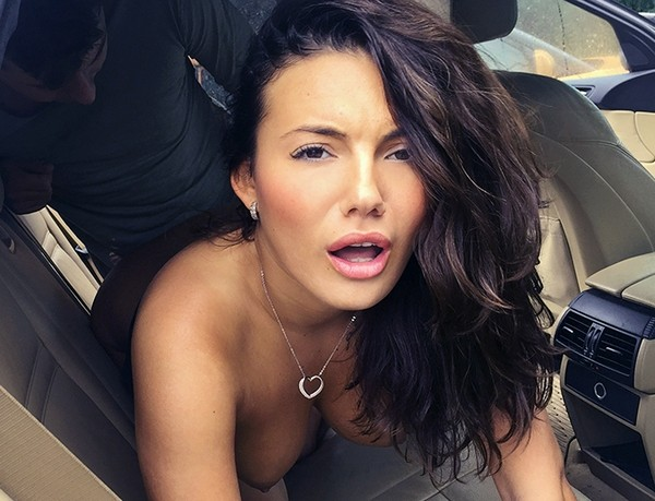 Vanessa Decker - Cabbie wants cum all over her tits 17.11.2016