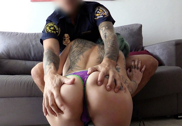 Onix Babe - Rock chick fucks uniformed policeman 05.12.2016