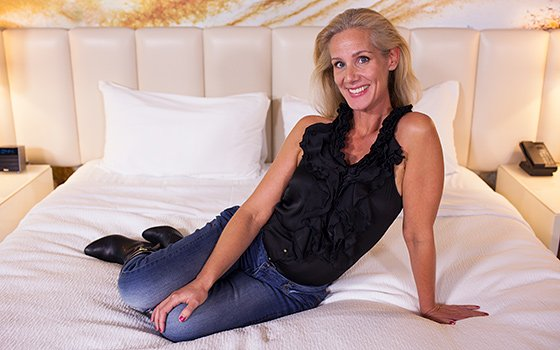 Tiffani - MILF does porn to pay for divorce E408 2016-11-22