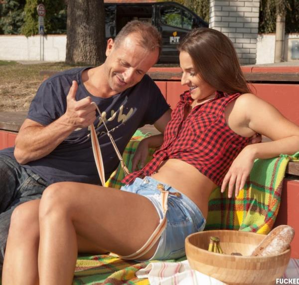 George Uhl, Amirah Adara - Hungarian teen beauty Amirah Adara rides cabbie George Uhl in the backseat 1080p