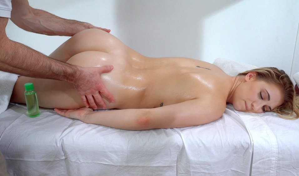 Sierra Nicole - Cute Blonde Craves Masseurs Cock 11.12.2016