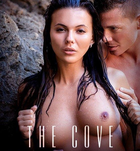 Vanessa Decker - The Cove 28.12.2016