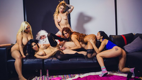Blondie Fesser, Gala Brown, Jade, Kesha Ortega, Sonia Lion - Christm-ass Family Affairs 05.01.2017