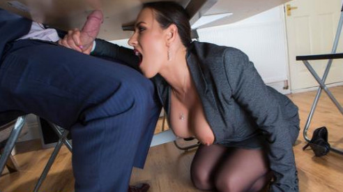 Under The Table Deal – Mea Melone & Freddy Fox