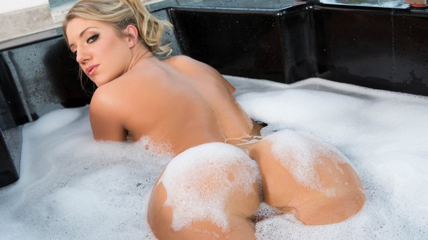 Candice Dare - Big Wet Bubble Butt Bath 28.01.2017