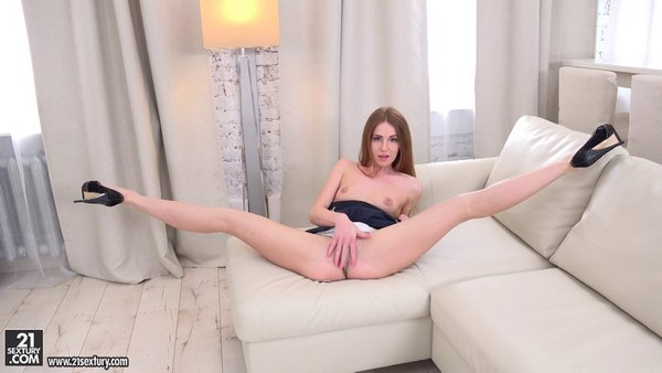 Melissa Benz - Doing The Splits On Your Dickl 27.01.17.