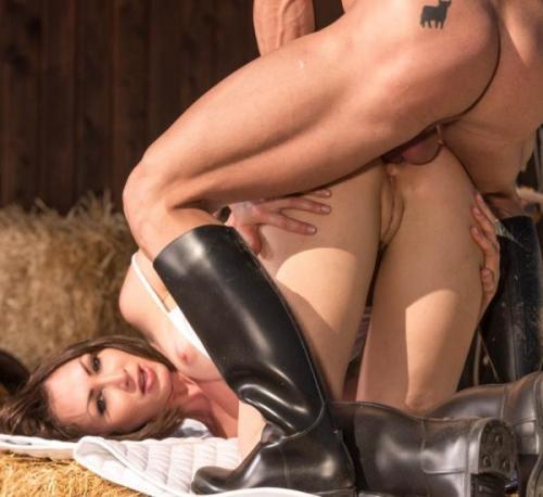 Yasmin Scott - Horse Rider Yasmine Scott Rides a Hung Stallion 03.02.2017