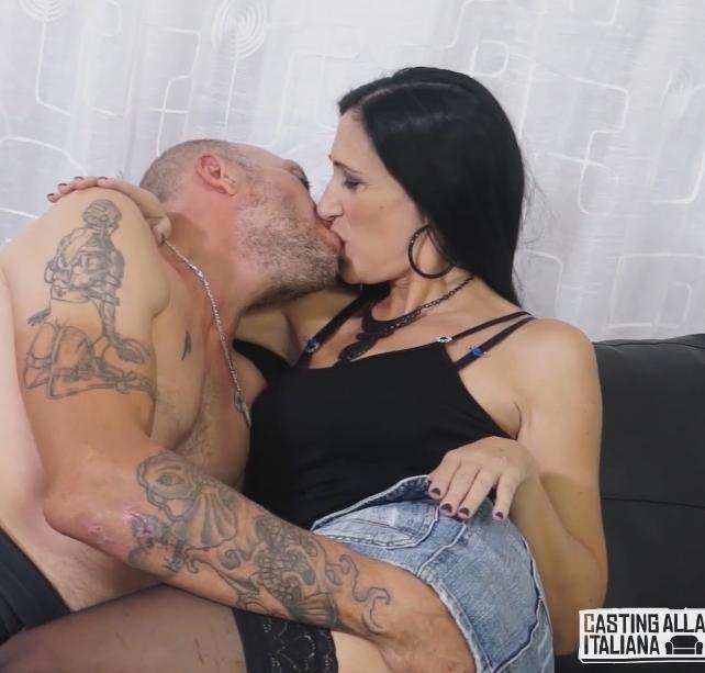 Luna Dark - Squirting Italian Luna Dark enjoys hard anal pounding with Omar Galanti 02.02.2017