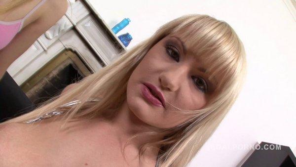 Anita Henger fisted by Amanda NR156