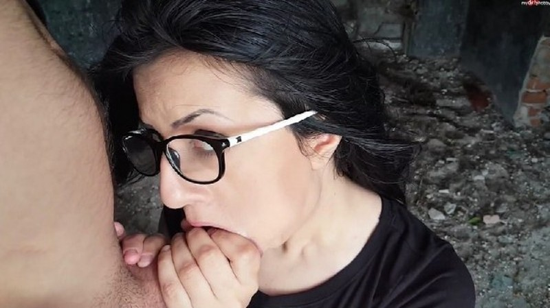 ErikaAnderson – Glasses fetish outdoor deepthroat with cum in mouth (2017/MyDirtyHobby/1080p)