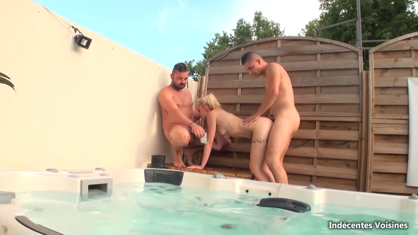 Astrid - 3some in the swimming pool