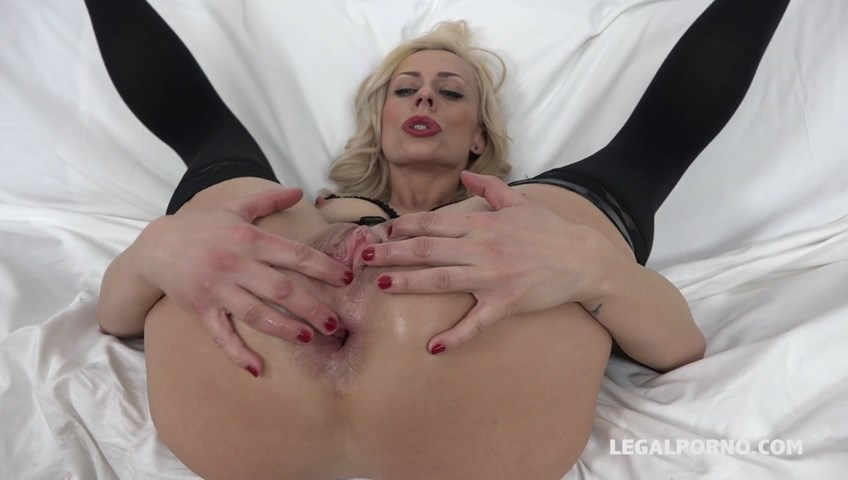 Brittany Bardot - the lady is back again with double anal IV047