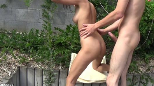 Sexy-Carolina – Kaum beim wichsen, schon habe ich einen Schwanz