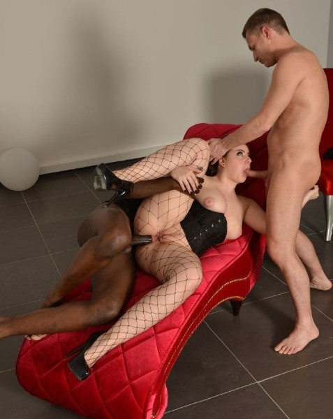 Lexie Candy - Curvy French babe Lexie Candy gets DP in wild interracial MMF threesome 1080p