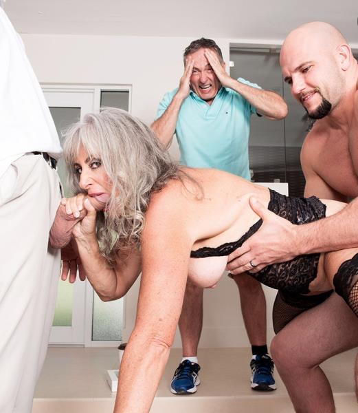 Порно фотки сильва, девушка ласкает свои груди и поливает их маслом