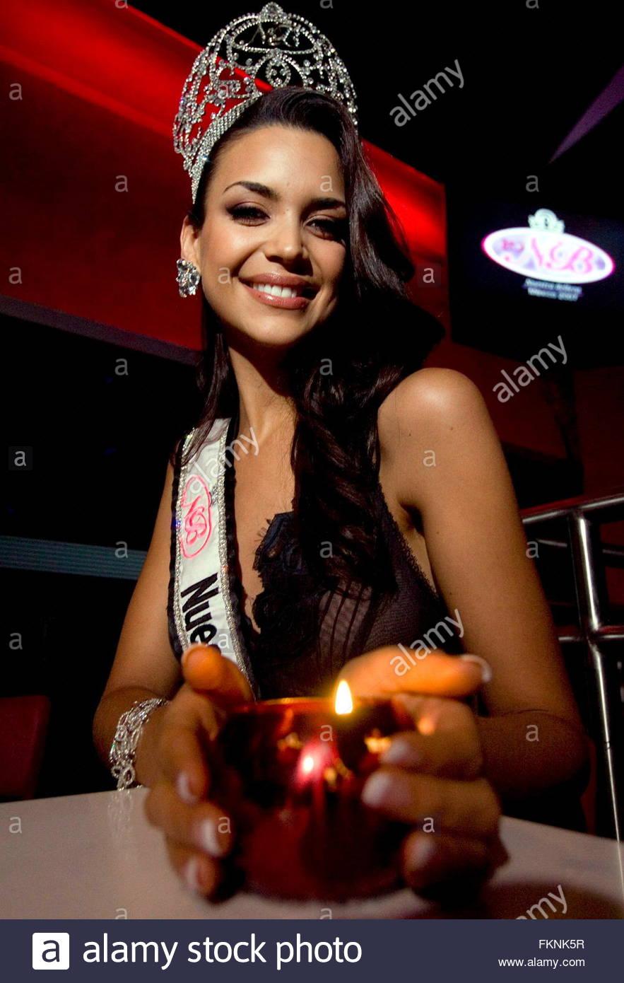 elisa najera, top 5 de miss universe 2008. - Página 4 3nd2bs4r