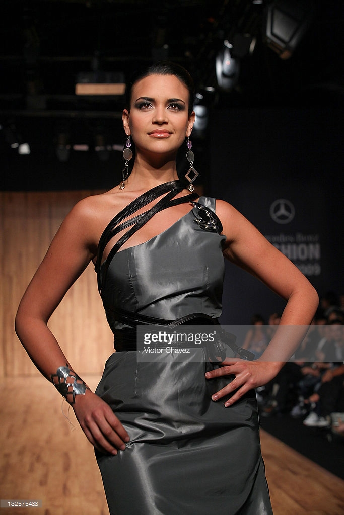 elisa najera, top 5 de miss universe 2008. - Página 3 Mjxalqsn