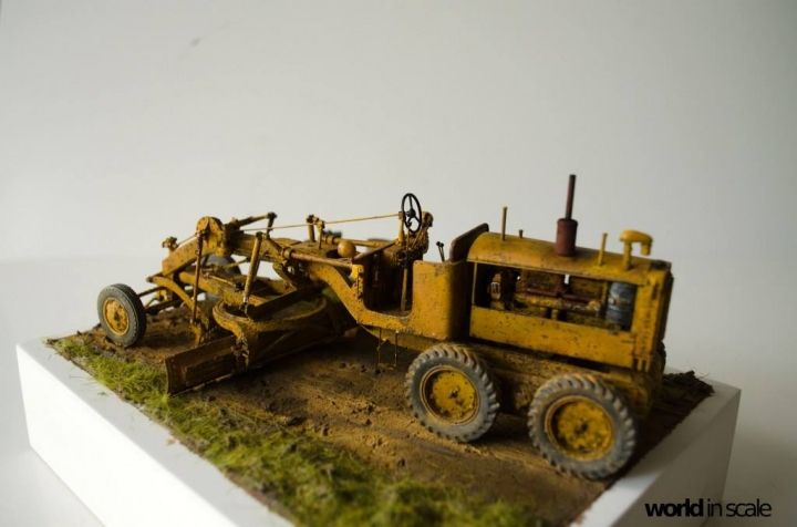 "Caterpillar 12 ""Motor Grader"" - 1/35 by Plus Model Shvzbnyd"