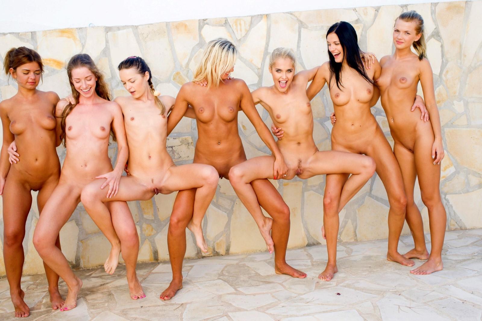 Nackte Frauengruppen