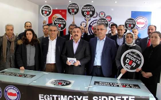 EĞİTİMCİYE ŞİDDET PROTESTO EDİLDİ
