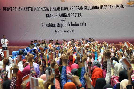 Pakde Karwo Dampingi Kunker Presiden Jokowi di Gresik dan Lamongan